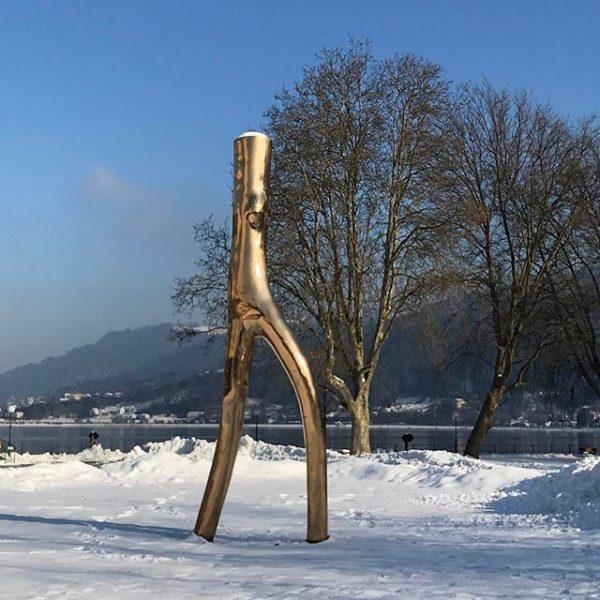 Die Stimmgabel #bregenz#visitvorarlberg#visitaustria#meinvorarlberg#schnee#snow#bäume#trees#bodensee#unserbodensee#wirtshaus#pfänder#berge#mountains#festspiele#photography#photooftheday#photographer#laterne#stimmgabel#sonnenschein#skylove#himmelliebe#vögel#tiere#weg#eisig#astwerk#bank#blauerhimmel# Bodensee Bregenz :))