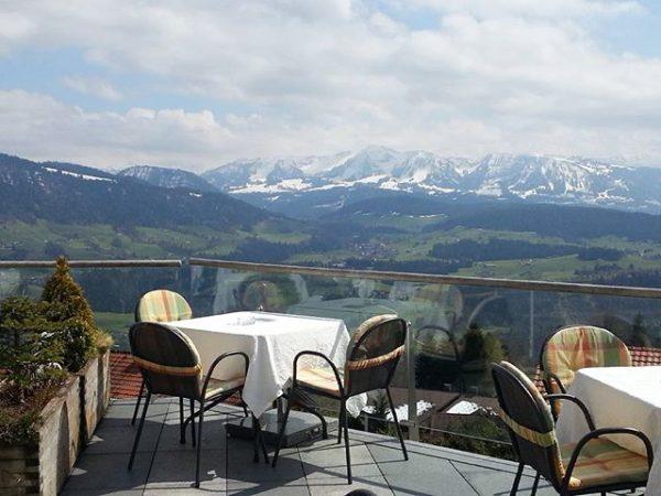 #gasthofalpenblick in #sulzberg #view #superausblick #blickaufdiealpen #austria #bregenzerwald #vorarlberg #mountains #berge #sonnenterrasse #landschaft ...