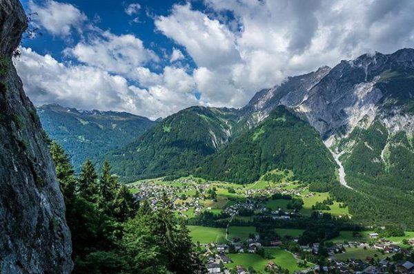 __________________________________ Schöne Aussicht oberhalb von Sankt Anton im #Montafon Danke an @dietmar.koenig . ...