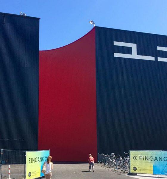 #artbodensee #kunsthalle #architektur #vorarlberg #dornbirn #rot #schwarz #blau