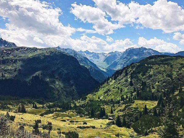 Heute im Fern-seh Programm: Bergpanorama. 💓⛰💓 #muntavu #meinmontafon #dream #nature #happiness #weekend #sun ...