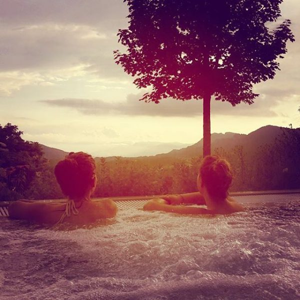 😍😍 #wellness #erholung #friends #sunset #pool #vorarlberg #berge #hammer #ausblick #wochenende #traumhaft #schön ...