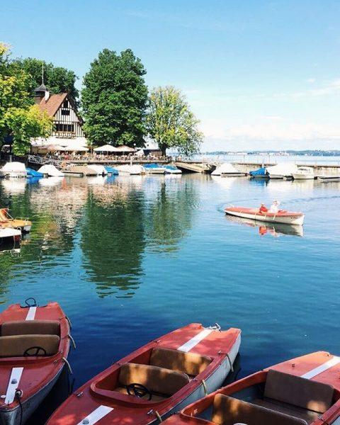 Idylle am #bodensee 😍 Beautiful atmosphere at #lakeofconstance 😊 #visitbregenz #tretbootfahren #wirtshausamsee Bootsvermietung Bregenz
