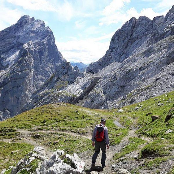 Vader op weg naar de Schweizer Tor....almost 74 and still going strong👌👍 #hiking ...