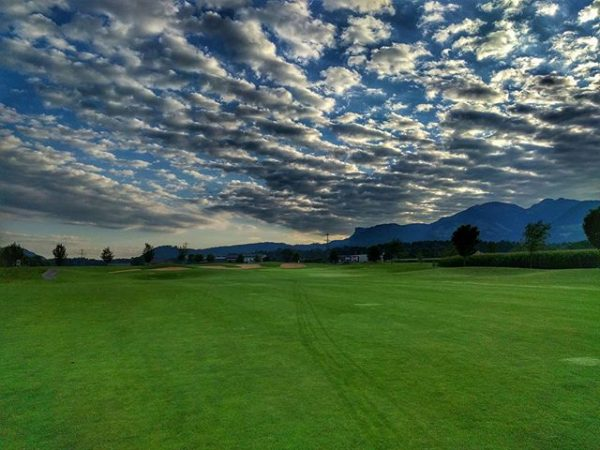 Morning dew and #cloudporn. #golfparkrankweil #golfaustria #whyilovethisgame Golfclub Montfort Rankweil