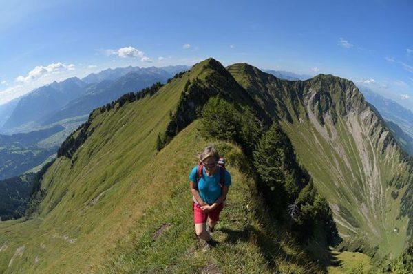 Für alle, die einsame Steige suchen: Unterwegs auf dem Walserkamm #walserkamm #alpenregionbludenz #vorarlberg ...