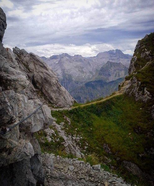 Abstieg von der #künzelspitze #vorarlberg #bregenzerwald #mountains #mountainview #mountainlove #ilovemountains #ilovenature #hiking #outdoor ...