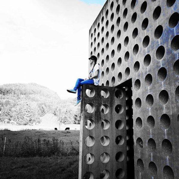 #justme #blujeans #beton #achitecture #götzis #vorarlberg #klauserwald #klusawald #sitting #betonklotz #wasserhaus #photography #picoftheday ...