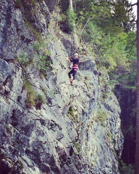 Another climbing action⛰🌲 #immerhochhinaus #klettern #meinmontafon #aktivurlaub #felswand #berge #happyme Sankt Anton im ...