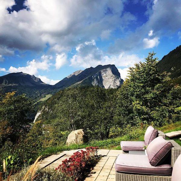 Der Herbst zeigt sich von seiner besten Seite 👌🏻🍁🍂🌾⛰ . . . #amholand #genießen #terrasse #herbst #sonne...