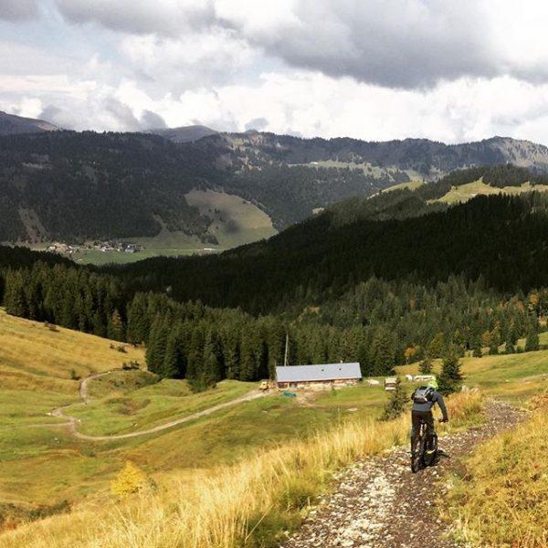 Kleiner Grenzverkehr - großer Spaß #bregenzerwald #allgäu #vorarlberg #balderschwang #hittisau #mtb #autumn🍁 #bodenseehütte ...