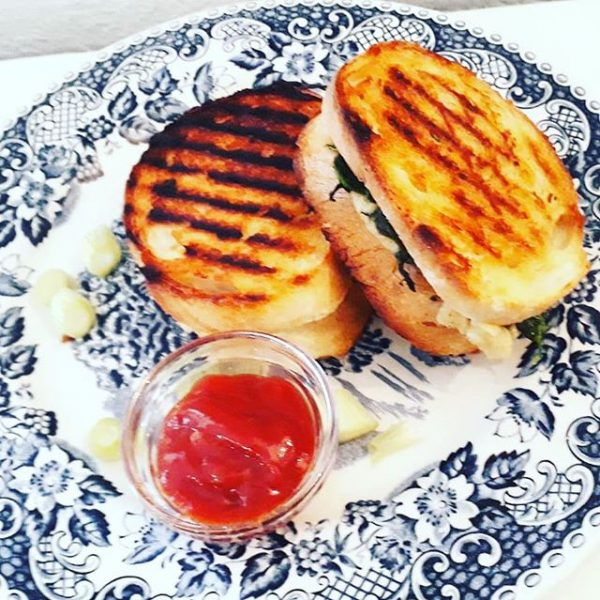 Grilled Cheese Sandwich #grilledcheese #sandwich #vegan #vegetarian #lieblingscafe #bregenz