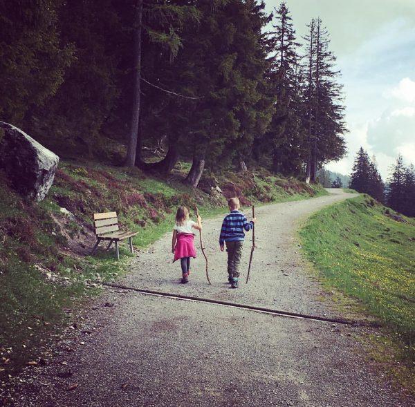Zwei Wandervögel unter sich... #hotellagant #brandnertal #kinderurlaub #naturekids Brand, Vorarlberg, Austria