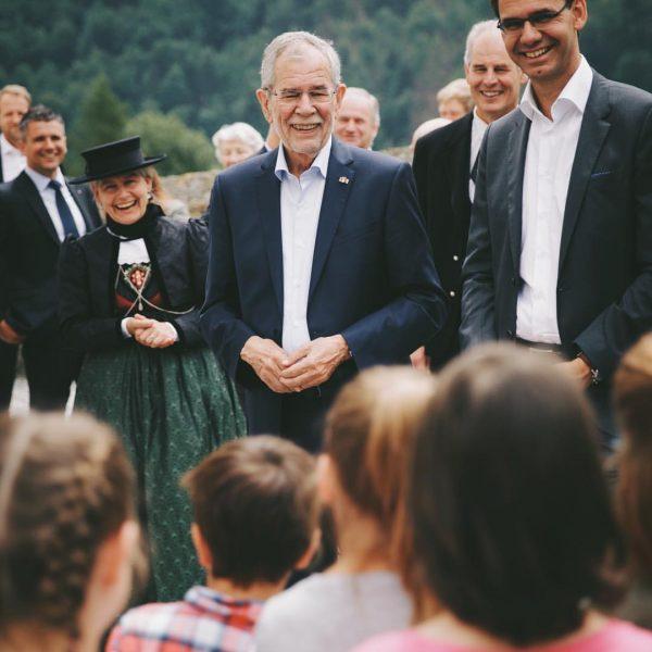 Smile. 😊 Das Lächeln haben die Kinder der (übrigens einzigen) Volksschulklasse St. Gerold ...