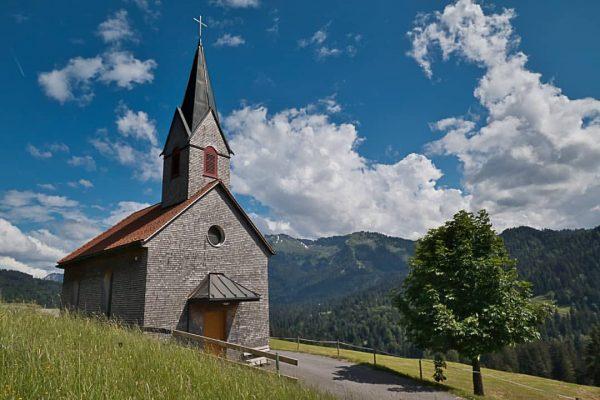 Kapelle bei Sibratsgfäll im Bregenzer Wald #kapelle #sibratsgfäll #rindberg #bregenzerwald #österreich #landschaft #natur ...