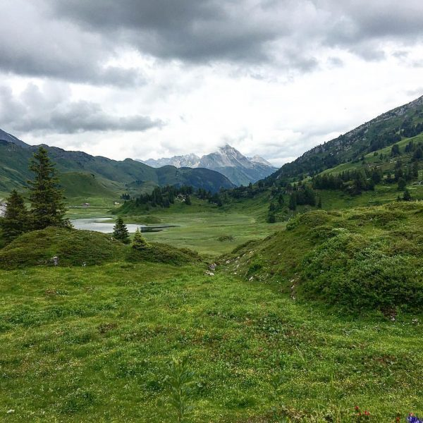 Sundays in #bregenzerwald #9plätze9schätze #körbersee #thekidsarealright #drama #sky #green #grey #white Hochkrumbach, Vorarlberg, ...