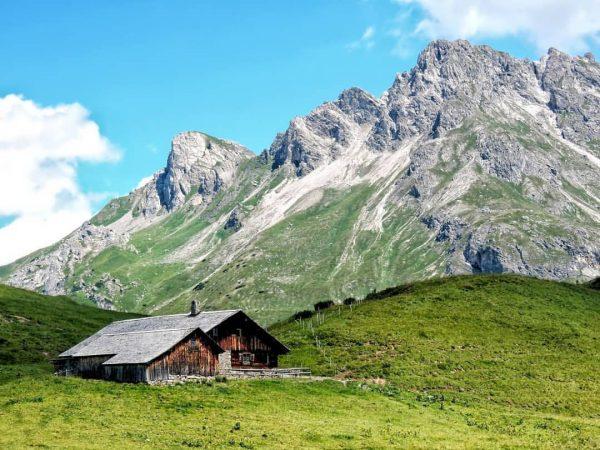 Gaisbühelalpe . #gaisbühelalpe #vorarlberg #bregenzerwald #vorarlbergwandern #mountains #berge #oostenrijk #tannberg #wandern #wandelen #visitbregenzerwald ...