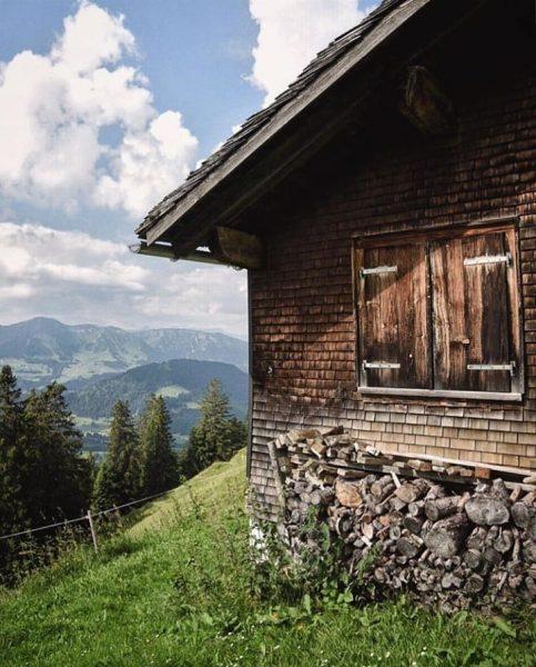 Lecknertal 📸 by @trickytine #visitbregenzerwald #bregenzerwald #vorarlberg #lecknertal #hut #hittisau #lecknersee #mountains #huts ...
