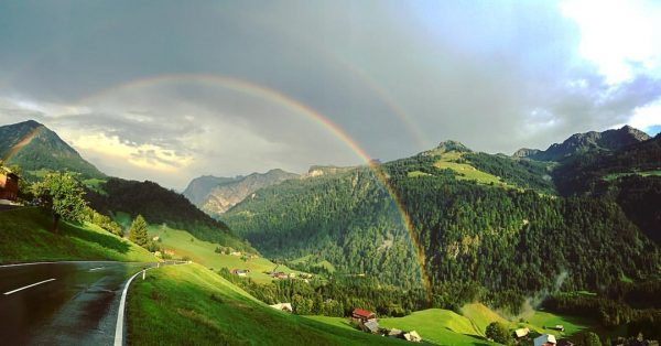 What a #gate #breatheinbreatheout #udderland #rainbow #greatwalservalley #walserherbst #walserherbst2018 #emanzipationderkuh #himmelundherde #fontanella