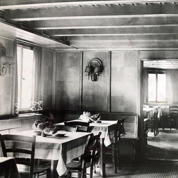 Eine historische Aufnahme unseres Nebenzimmers - heute ist es unsere Bar. 😀😀 cheers! ...