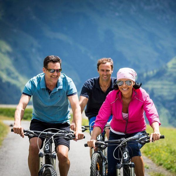 Wie wäre es heute mit einer Mountainbike-Tour von Lech über Zug zum Spullersee? ...