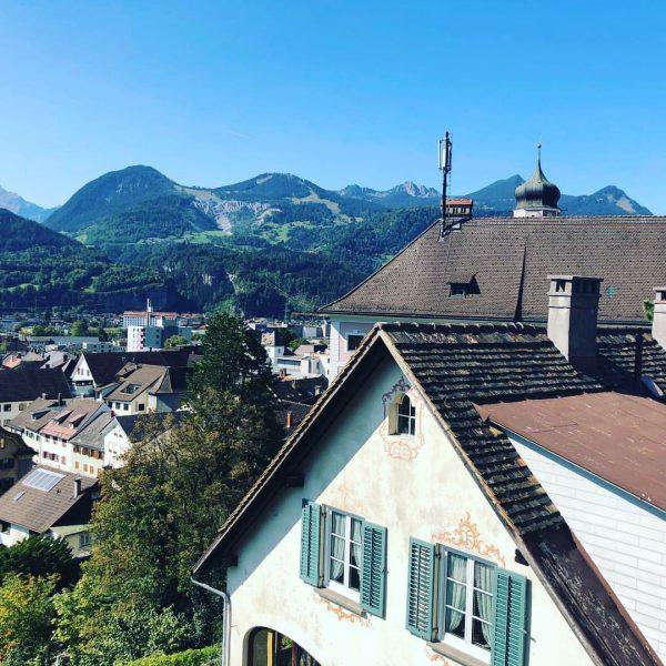 Einfach schön, unsere Alpenstadt ... #bludenzerleben #fürbludenz #stadtmitherz ... Schlosshotel Dörflinger
