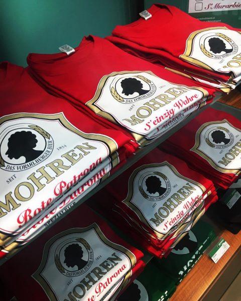 ++ Ab jetzt im Mohren Lädele! ++ #mohrenspezialshirts #solangedervorratreicht #shirts #spezial #10€ #rotepatrona #kolba #seinzigwahre Rote Patrona,...