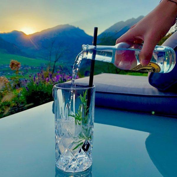 Gin-Tonic bei Sonnenuntergang auf der Holand-Terrasse 😍 So lässts sichs urlauben 👌🏻 • • • #amholand #augenblicke...