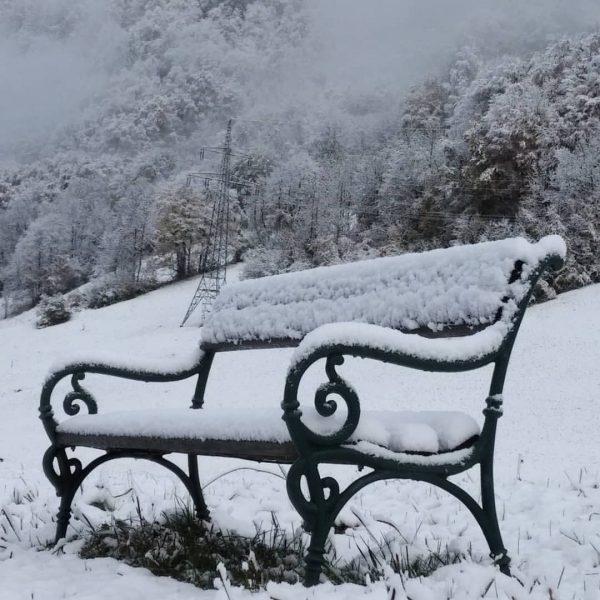 Der erste Schnee ist da😍 Wer freut sich auch schon so auf's Skifahren 🏂 #baldistopening #klostertalerhof #snowwasfalling...