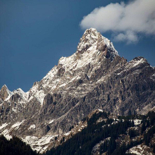 Die Zimba: Wegen der außergewöhnlicher Form wird sie auch als Montafoner Matterhorn beschrieben. #meinmontafon #montafon #visitvorarlberg #feelaustria...