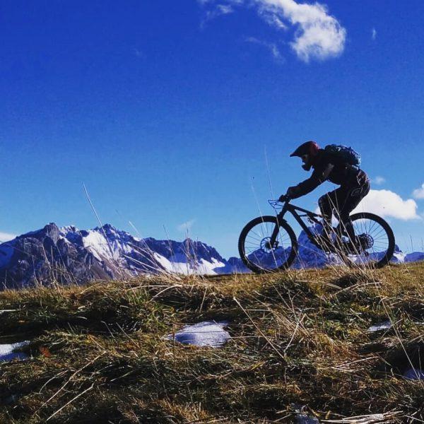 Endless Riding @davide_butzerini #mountainbike #mtb #bike #downhill #mountain #bikepark #cycling #bürserberg #vorarlberg #mountainbiking #cycling #strava #stravacycling #mountainsport...