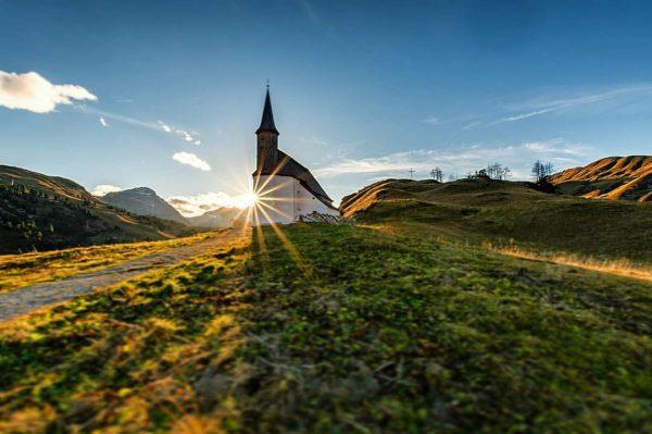 📍 St. Jakobus am Simmel . . . #kapelle #vorarlberg #alpen #österreich #austria ...