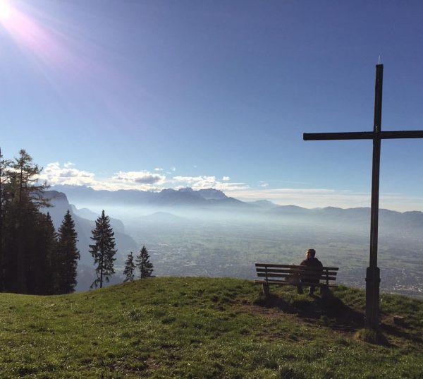 """Auf der Suche nach dem """"Warum"""" ein """"Egal"""" gefunden. 🍁🍃 #bergliebe #mountains #nature ..."""