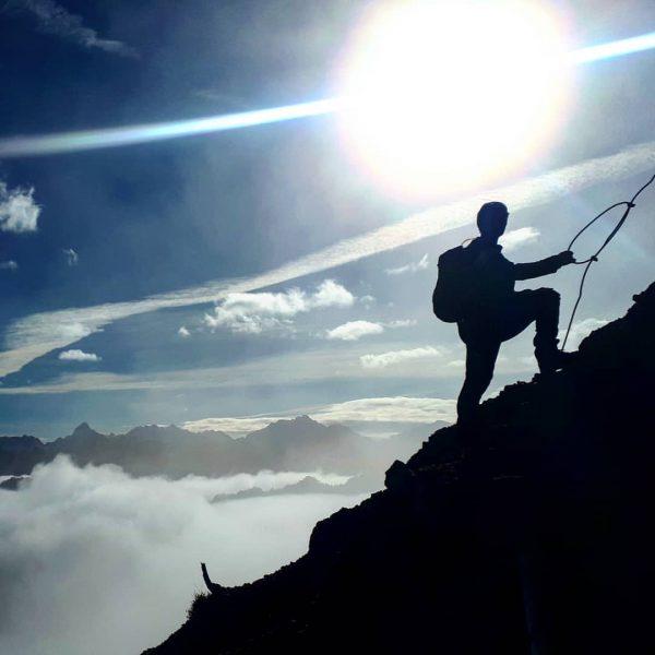 😎 😎 😎 . . #vorarlberg #austria #österreich #rätikon #zimba #autumn #fog #mountains #nature #naturephotography #sun #gipfel...