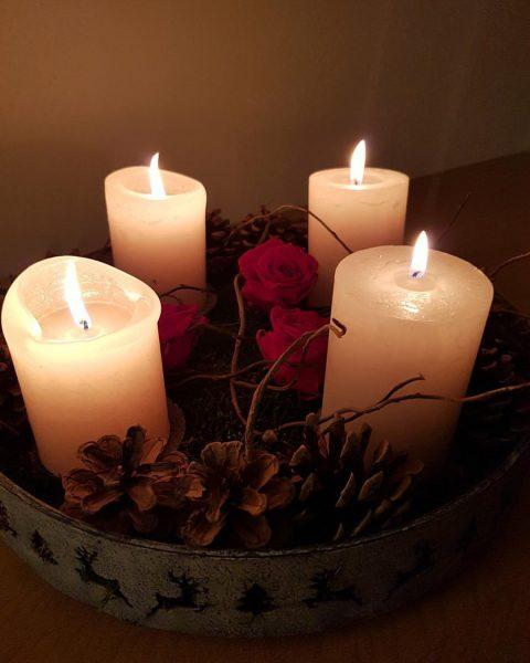 Wir wünschen allen unseren Freunden, Gästen, Handwerkern, Lieferanten und Geschäftspartnern frohe, gesegnete Weihnachten ...