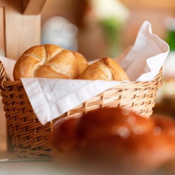 Zu Weihnachten Frühstücksgenuss schenken🌲🎁 Gutscheine für € 15,— können unter info@schtub.at oder telefonisch bestellt und täglich zwischen...