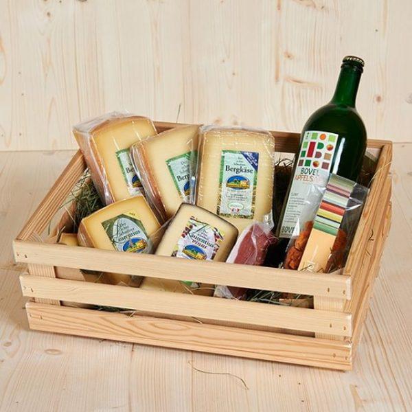 Verschenke Genuss! 🎁 Von Köstlichkeiten aus der Sennerei und der Region bis hin zum passenden Sennerei-Kochbuch, können...