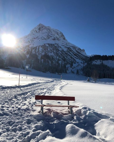 Merry Christmas! Enjoying christmas in Lech? Come by and get presents for your loved ones! #sportalp #lech...