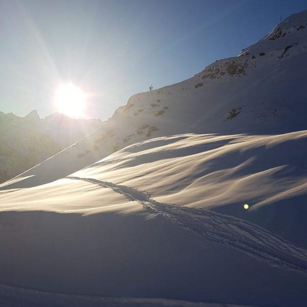 Abwechselnd Sonne und viel Neuschnee zu Beginn der Saison, schaffen traumhafte Bedingungen. #skiing ...