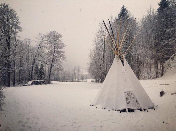 #snow #snowing #winter #winterwonderland #nature #tipi #tipitent #wintertipi #dalaas #vorarlberg #austria #mountain #snowedmountains ...