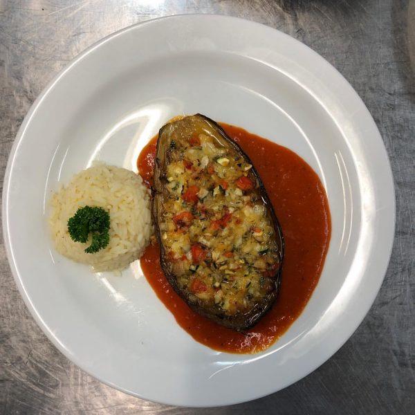 Vegetarische Neuerungen - guten Appetit 👨🍳 #hotelweisseskreuz #visitvorarlberg #visitfeldkirch #bodenseevorarlberg #hotel #hotels #vegetarisch ...