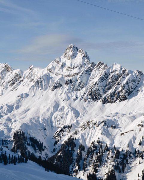 Die Zimba im Winterkleid. ❄️ Weißt Du als was dieser Berg noch bezeichnet wird? 🏔 #zimba #mountains...