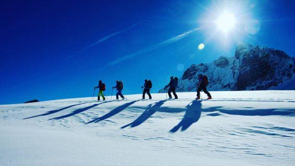 Schon mal ein schöneres blau gesehen!? 👣😌🐧💙 #letsliveinthemountains #bregenzerwald #auschoppernau #roessleau #skitouring #lifeisbetterinthemountains ...