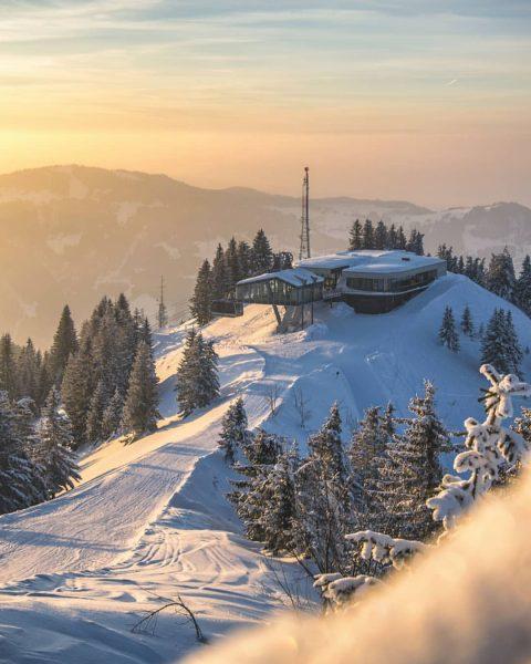 Neuschnee und der Wetterbericht verspricht bestes Wetter für die nächsten Tage! Rodeln, Skifahren, ...