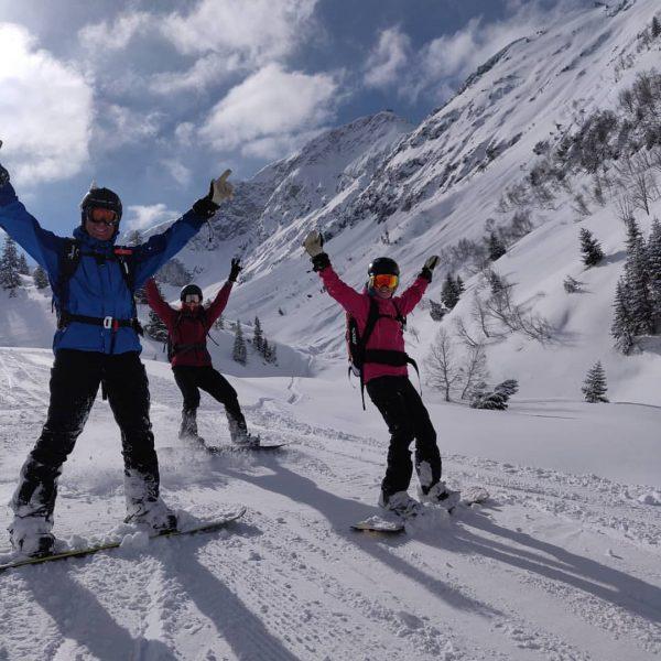Hands up if you rode some Arlberg PowPow. #hotelgarnilavendel #skilech #parentswhoshred