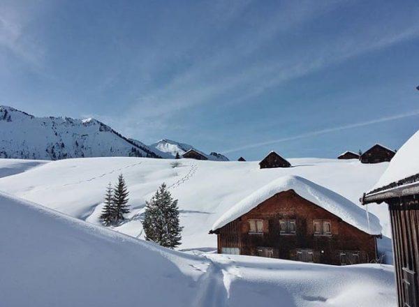 Schnellvorsäß - a place of silence in the winter 📸 by @bergfink_ontour #visitbregenzerwald ...