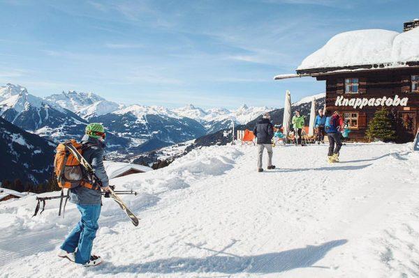 Stärkung gefälligst? 🍝🥙🍕 Bei der Knappastoba am @kristbergbahn_montafon können müde Wintersportler bei traumhafter ...