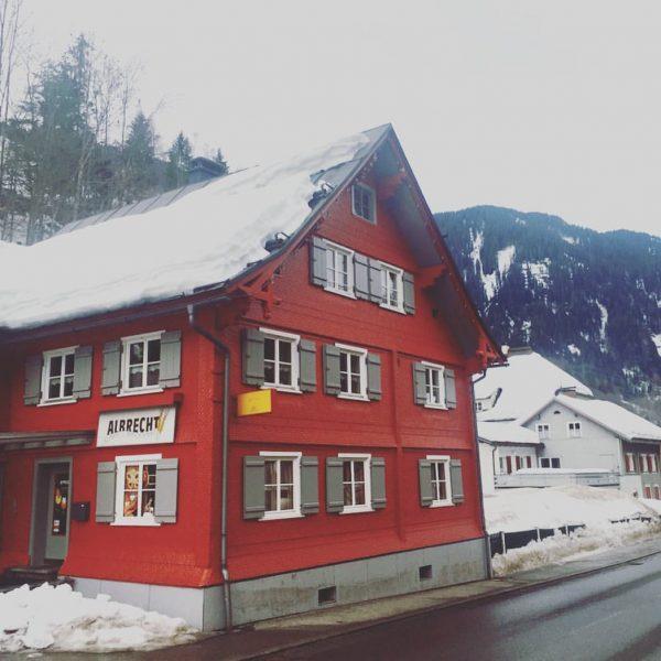 De allerleukste bakkerij van de Alpen is bäckerei Albrecht in Dalaas. In dit ...