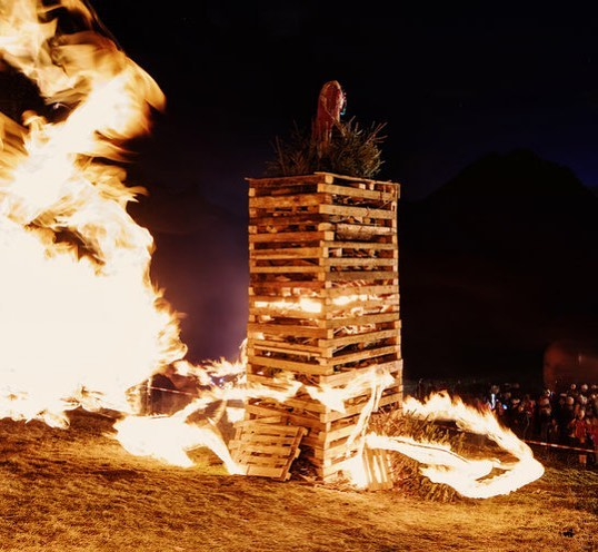 This weekend, it's time for Vorarlberg's most typical #winter custom: burning off #funken ...