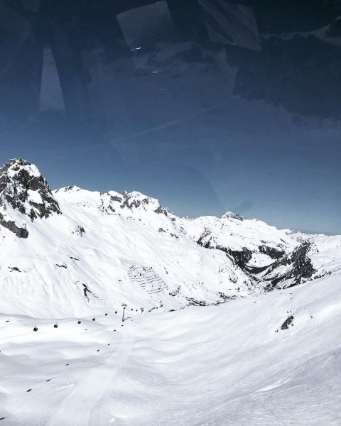 Ein traumhafter Skitag gesellt sich zum nächsten - wolkenloser Himmel und perfekter Schnee! ...